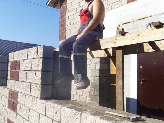 Фасад дома бессер блок Уфе кладка стен