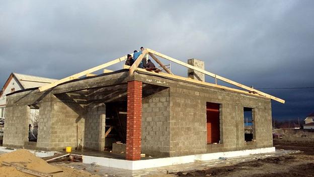 Строительство четырех скатной крышы дома