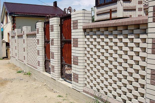 Забор из белого кирпича в Уфе