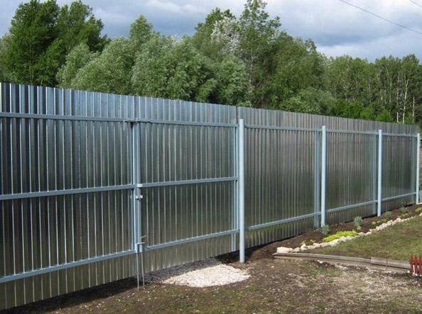 Забор из профнастила с оцинкованным покрытием