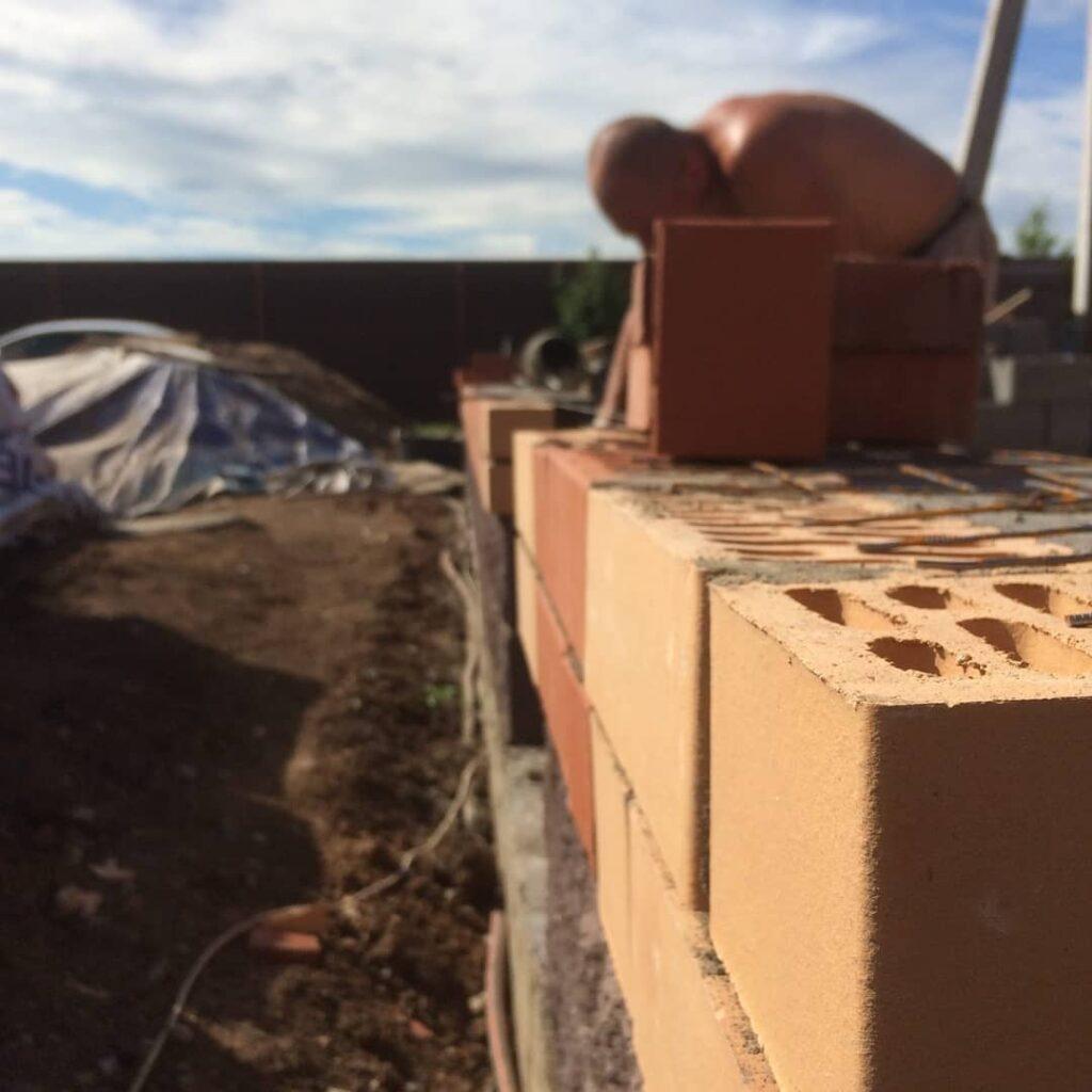 кладка стен кирпичного дома