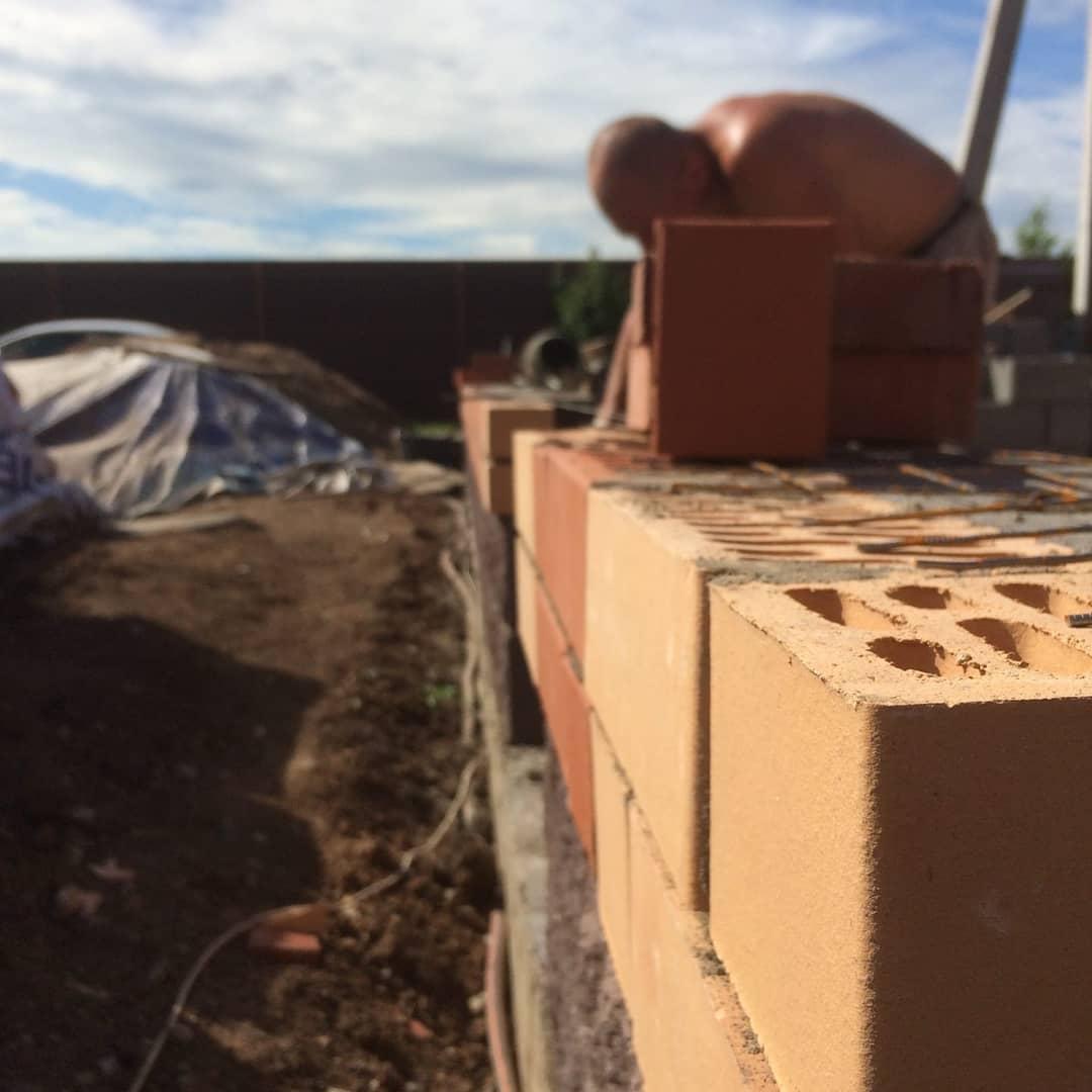 Кладка стен и перегородок из облицовочного кирпича бессер блока Уфа
