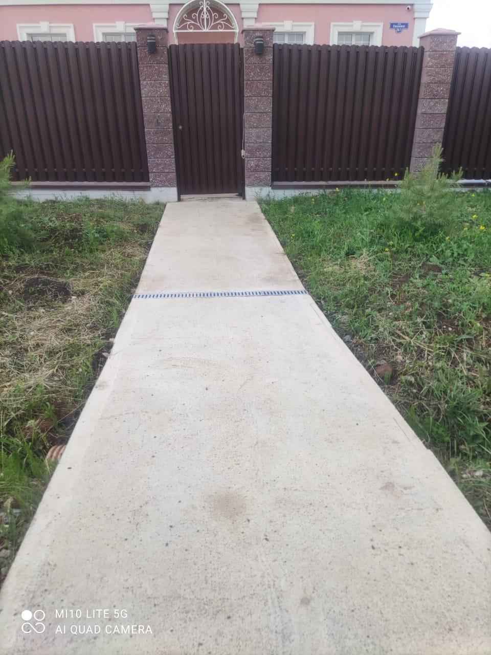 Бетонная дорожка на даче